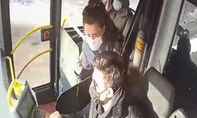 Sınava giderken kimliğini unuttuğunu fark eden genç kadının panik anları araç kamerasında