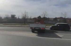 Makas atarak ilerleyen trafik magandası başka bir aracın önüne kırdı