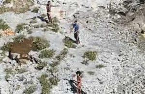 Issız adada mahsur kalan 3 kişi bir ay sonra kurtarıldı
