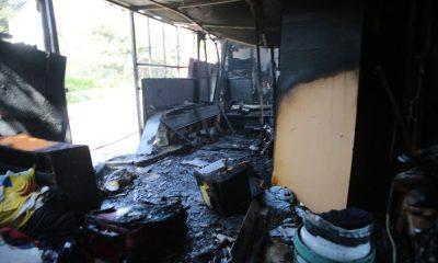 Çakmakla tüpü kontrol ederken evini yaktı