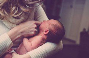 3 günlük Atlas bebek, fıtık ameliyatı oldu