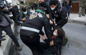 """Boğaziçi'ndeki polis müdahalesine siyasilerden tepki: """"AşağıBakmayacağız"""""""