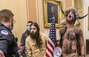 ABD Kongre baskınının 'boynuzlu şamanı': Pişmanım, özür dilerim