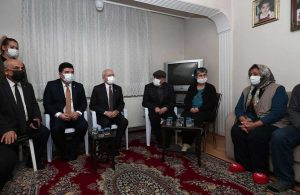 CHP lideri Kılıçdaroğlu'ndan selde yaşamını yitirenlere taziye ziyareti