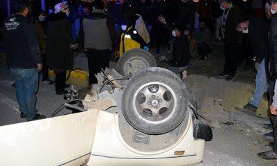 Çarpışan otomobillerden biri ikiye bölündü: 2 yaralı