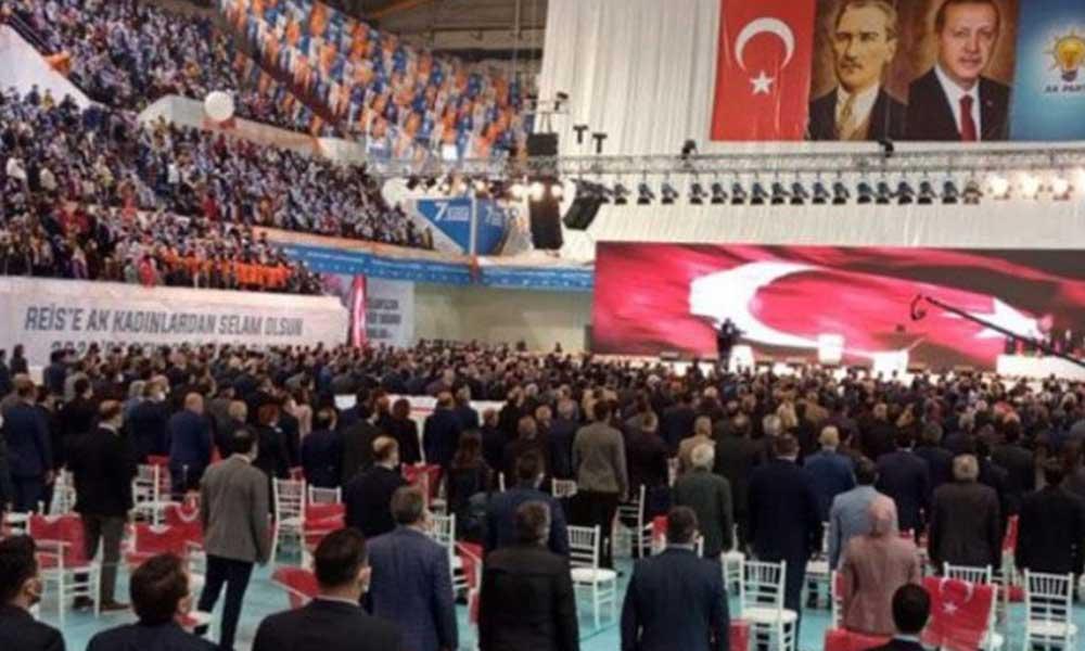 Ekonomik sıkıntı Erdoğan'ın yanında… Kongreye katılan yurttaş yerden yarısı yenmiş yiyecekleri toplayıp evine götürdü