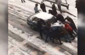 Buzlu yolda kayan otomobili 11 kişi durdurmaya çalıştı