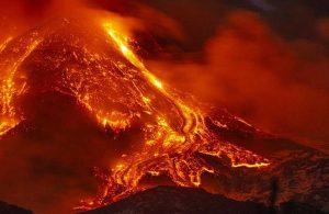 İtalya'da Etna Yanardağı'nda şiddetli patlama