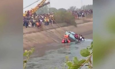 Hindistan'da otobüs kanala düştü: 40 ölü