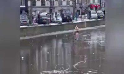 Donmuş kanalda kayan patenci, buz kırılınca suya düştü