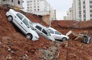 İstinat duvarı çöktü, araçlar kazı alanına düştü