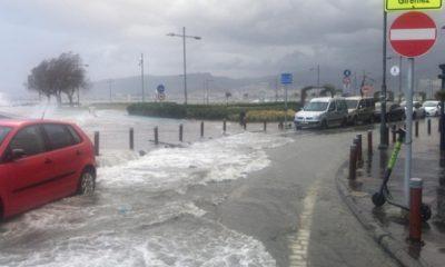 İzmir'de şiddetli fırtına: tramvay ve yaya yolu kapandı