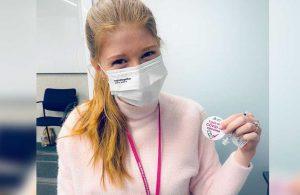 Bill Gates'in kızı koronavirüs aşısı oldu, 'çip' göndermesi yapmayı unutmadı