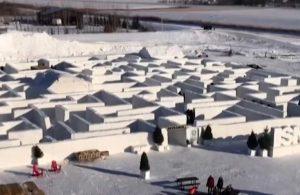 Dünyanın en büyük kar labirentine ziyaretçi akını