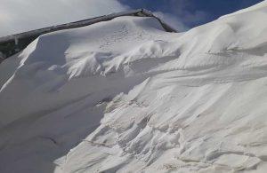 Sivas'ta kar kalınlığı evlerine boyuna ulaştı