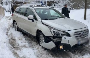 Lüks otomobilin kaza anı böyle görüntülendi