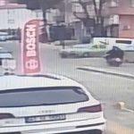 Motosiklet ile otomobilin çarpıştı kaza güvenlik kamerasında