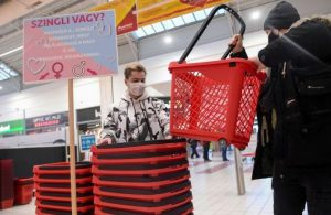 """Macaristan'da bir süper market çöpçatanlık yapıyor: Mağazada 'diğer yarınızla' tanışabilirsiniz"""""""