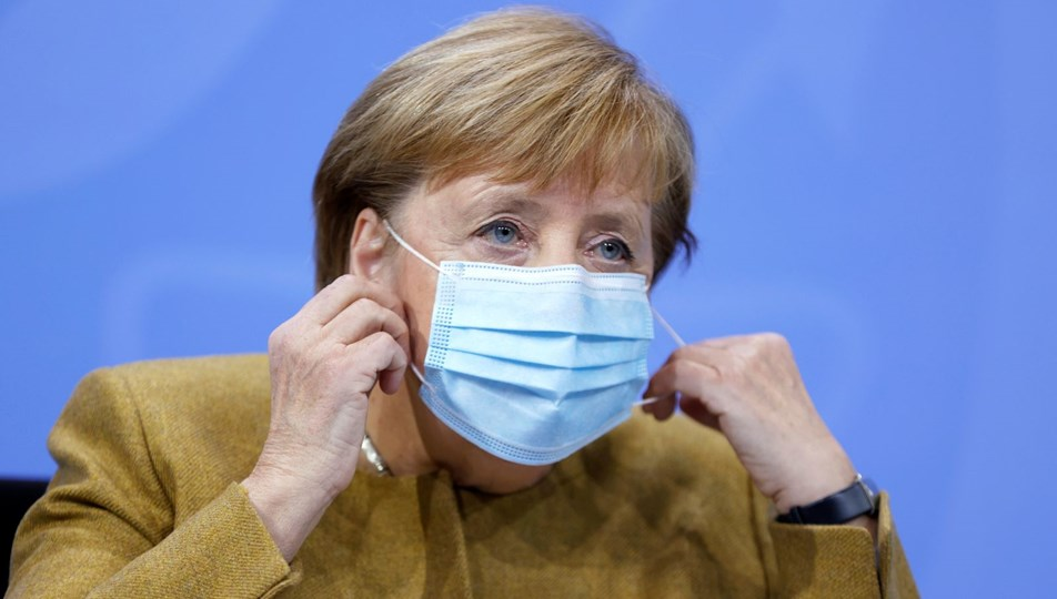 Merkel: 'Üçüncü dalganın içindeyiz'