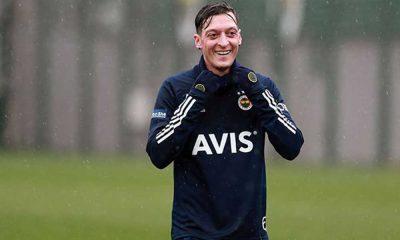 Mesut Özil'den Fenerbahçelileri sevindirecek haber