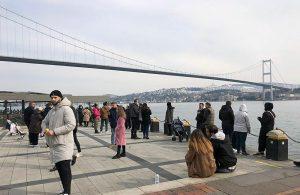 Kısıtlamaya rağmen Ortaköy sahilinde yoğun kalabalık: 'Güneşi görünce duramadık'