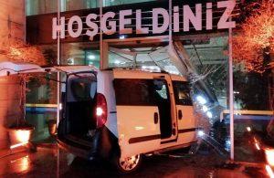 'Dur' ihtarına uymayan sürücü belediye binasının kapısına çarptı