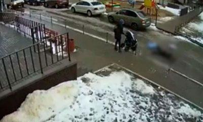Balkondan bakarken 5 aylık bebeğin üzerine düştü: 2 ölü