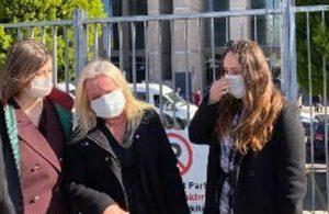 Koronavirüse yakalanan ablasının cenazesini tıbbi atık çıkışından aldı