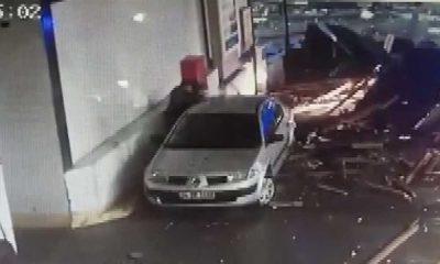 Fırtına çatıları uçurdu, bir kişi ölümden döndü