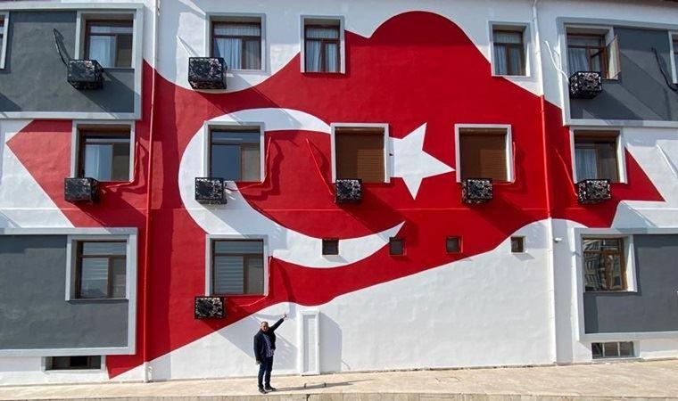 İYİ Parti'den 'süs gibi' Türk bayrağı çizimine tepki