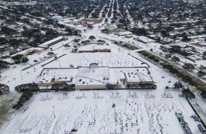 Dondurucu soğuğa teslim olan Teksas'ın elektrik şebekesi operatöründe peş peşe istifa