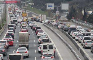 Yağmur İstanbul'da trafiği kilitledi!