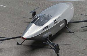 Dünyanın ilk uçan elektrikli yarış arabasını tanıttı