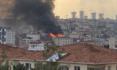 Ümraniye'de bir binanın çatısı alev alev yandı
