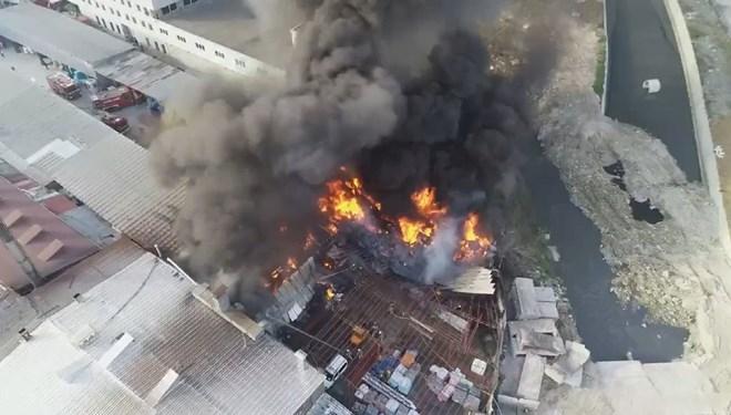 İstanbul'da geri dönüşüm tesisinde yangın