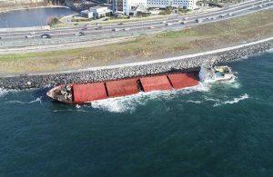 Karaya oturan gemi suya gömüldü