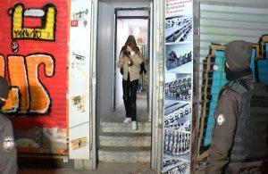 Beyoğlu'nda eğlence mekanına koronavirüs baskını: Arbede yaşandı