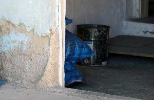 Yalnız yaşadığı evinde karbonmonoksit gazından zehirlenerek, hayatını kaybetti
