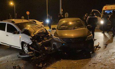 Arnavutköy'de iki otomobilin kafa kafaya çarpıştı: 2 yaralı