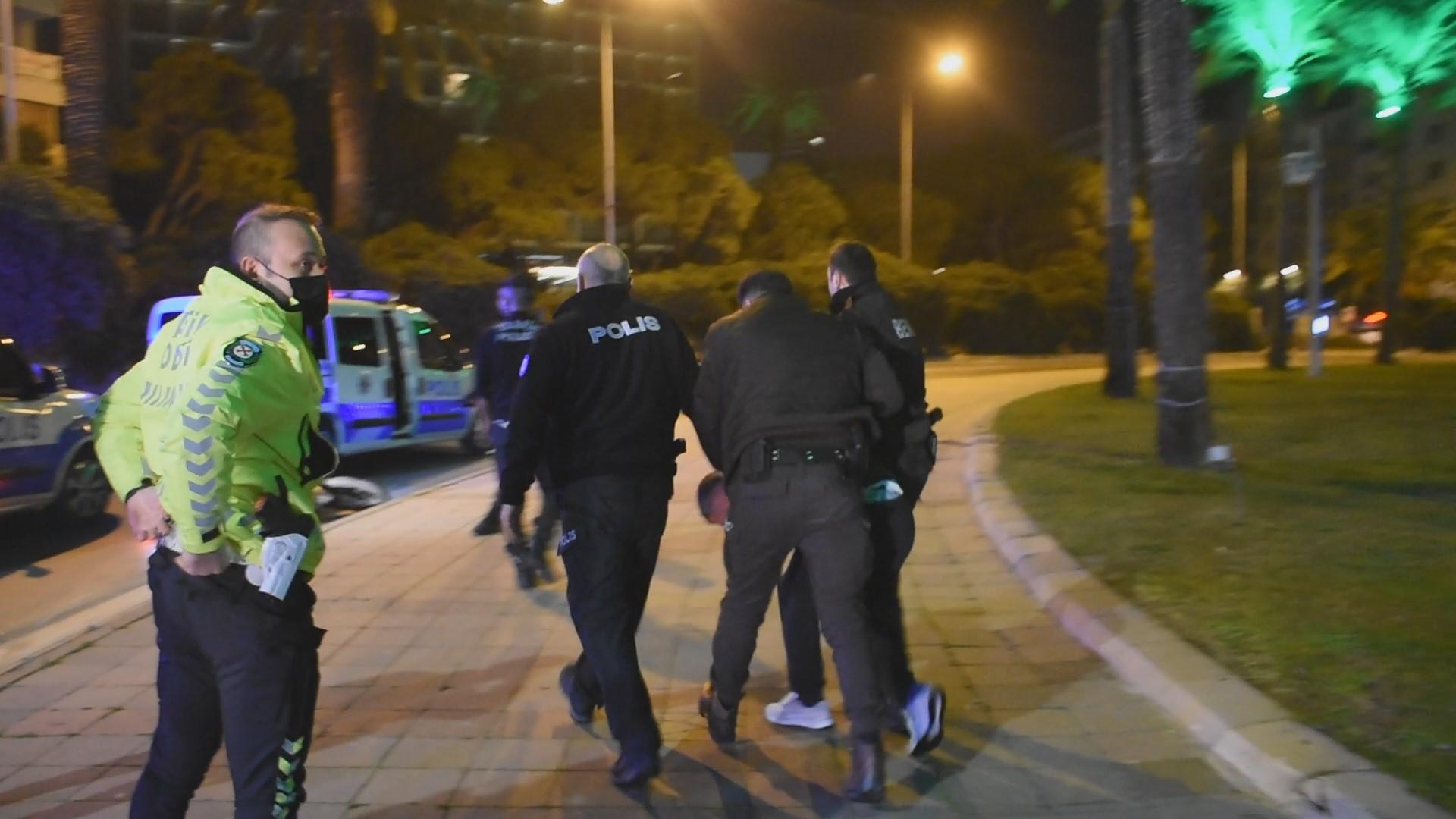 Polisin 'Dur' ihtarına uymayan motosiklet sürücüsü kaza yapınca yakalandı