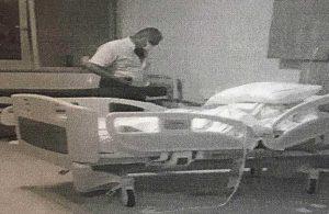 Kayınvalidesini 'virüs bulaştırmasın' diye öldürmeye çalışan erkeğe beraat!