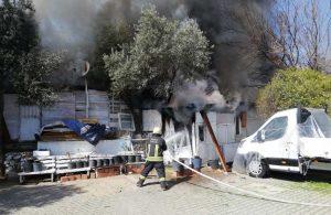 Belediye yangından zarar gören vatandaşı yalnız bırakmadı