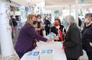 Yaşlılara Saygı Haftası'nda Cevat Şakir kitabı hediye edildi