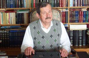 Yazar Erol Toy yaşamını yitirdi
