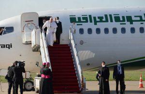 Papa'nın tarihi Irak ziyareti 3. gününde: Kiliselerin enkazı arasında dua
