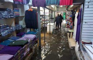 İzmir'de sağanak yağış: Tarihi Kemeraltı Çarşısı'nı su bastı