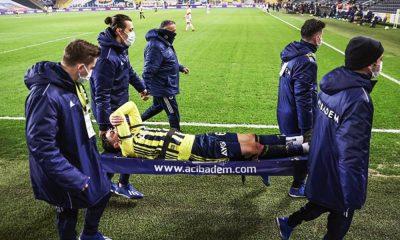 Mesut Özilsedyeyle oyundan çıktı