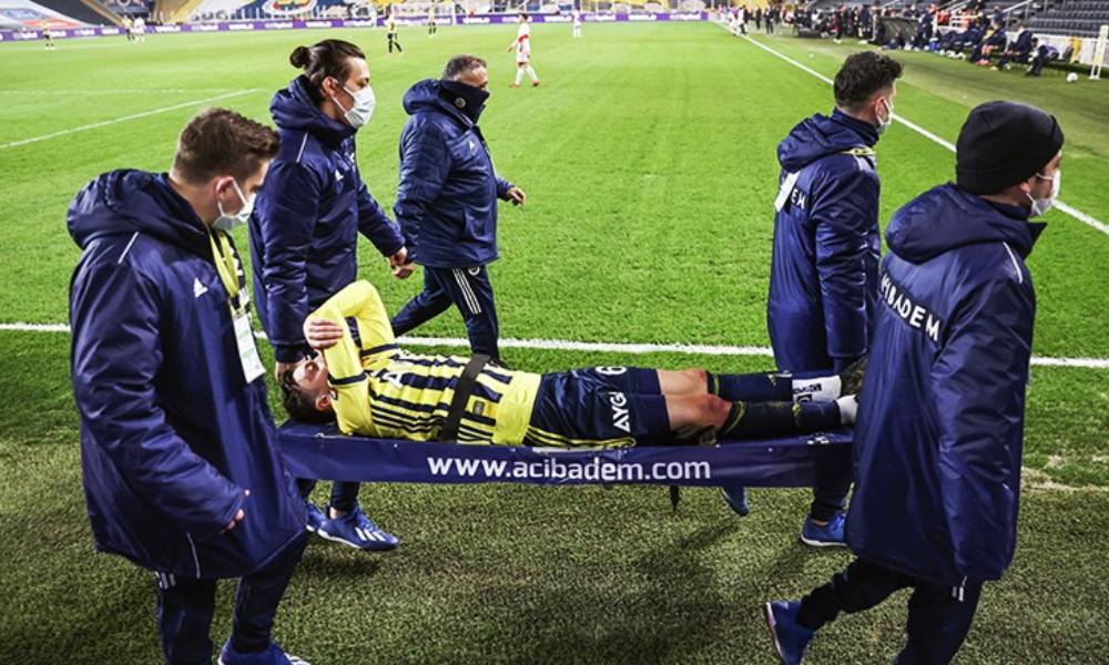 Fenerbahçe'den sahadan sedyeyle ayrılan Mesut Özil'e ilişkin açıklama