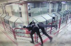 Tartıştığı adamı 12. kattan aşağı attı