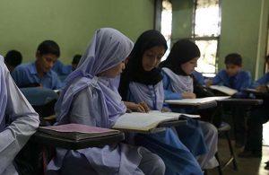 Afganistan'da, 12 yaşından büyük kız öğrencilerin şarkı söylemesi yasaklandı